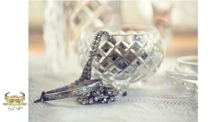 غوطه ور کردن جواهرات در مواد شوینده