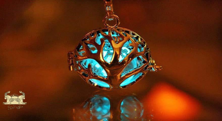 جواهرات درخشان در نور کم